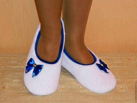 Обувь ручной работы. Ярмарка Мастеров - ручная работа. Купить Балетки домашние Бело-синие. Handmade. Белый, велюр, балетки