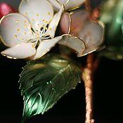 Брошь-булавка ручной работы. Ярмарка Мастеров - ручная работа Яблоневый цвет. Символ мира, здоровья, красоты, любви.. Handmade.