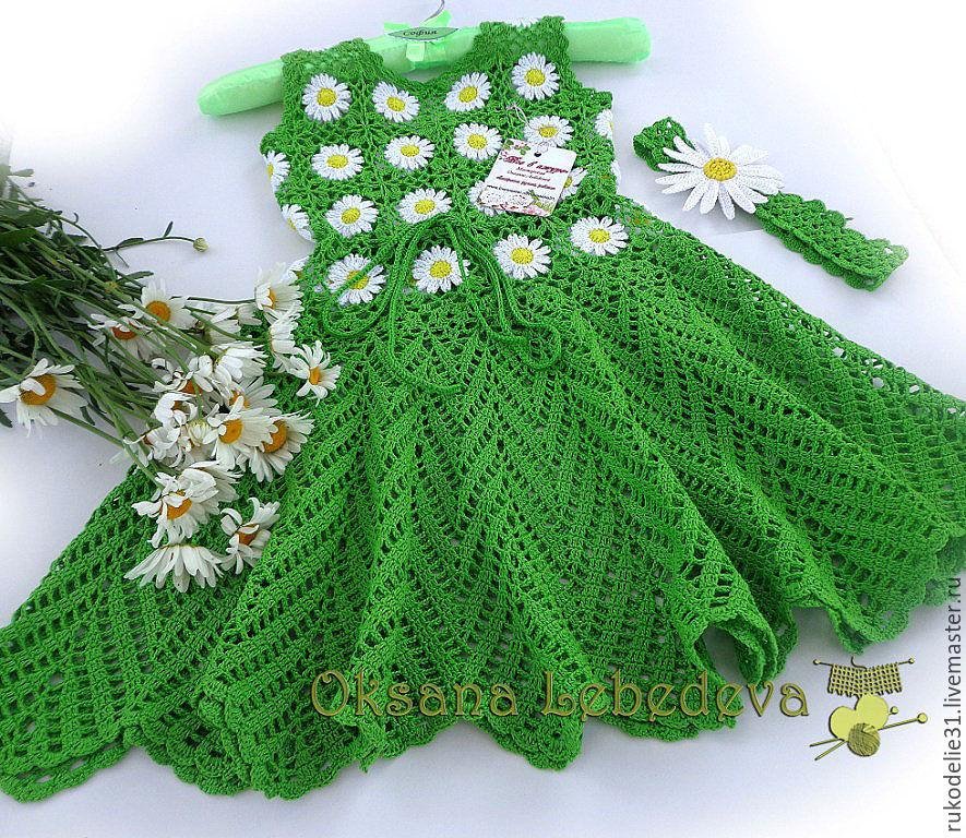 Вязаное крючком платье ромашка девочке