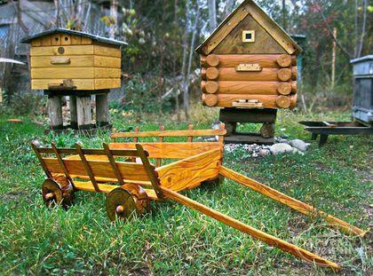 Декоративная телега из дерева для сада - Столярные изделия для сада оптом - Мебель в беседку - Столярная мастерская артель Русичи - Деревянная тележка - Ландшафтный дизайн