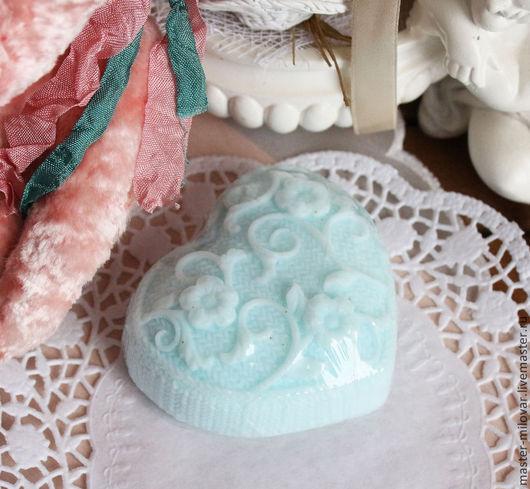 Мыло ручной работы. Ярмарка Мастеров - ручная работа. Купить Домашнее оливковое подарочное мыло Голубое вязанное сердечко. Handmade.