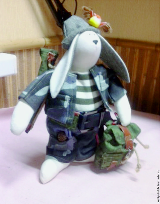 Куклы Тильды ручной работы. Ярмарка Мастеров - ручная работа. Купить Кукла -сувенир Кролик-охотник. Handmade. Комбинированный