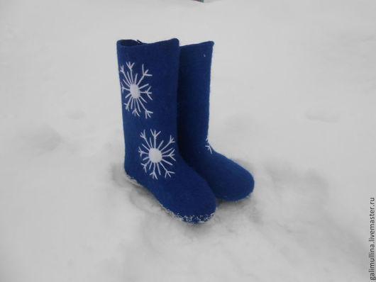 Обувь ручной работы. Ярмарка Мастеров - ручная работа. Купить Валенки -синяя снежинка. Handmade. Самовалки, валенки для улицы