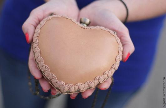 Женские сумки ручной работы. Ярмарка Мастеров - ручная работа. Купить Клатч сердце. Handmade. Бежевый, клатч на цепочке