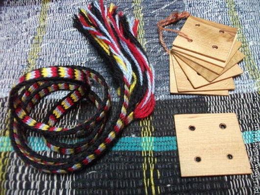 Дощечки для ткачества поясов из дерева.
