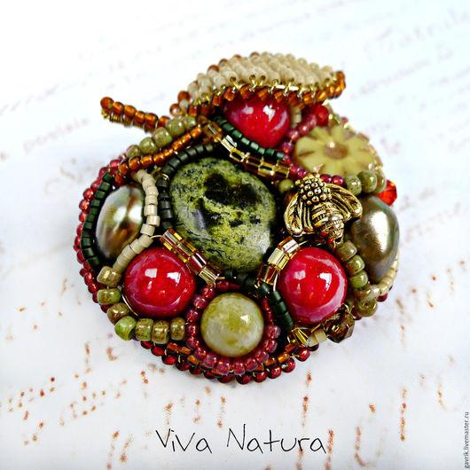 Броши ручной работы. Ярмарка Мастеров - ручная работа. Купить Брошь Яблоко радости - из камней, жемчуга и бисера. Handmade. Зеленый