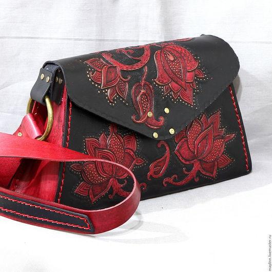 """Женские сумки ручной работы. Ярмарка Мастеров - ручная работа. Купить Сумка """"Черное и Красное"""" из натуральной кожи с гравировкой. Handmade."""