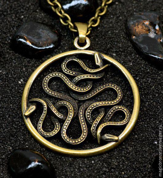 Кулоны, подвески ручной работы. Ярмарка Мастеров - ручная работа. Купить Змеевик (Три Змеи) : Бронзовый кулон с цепочкой. Handmade.
