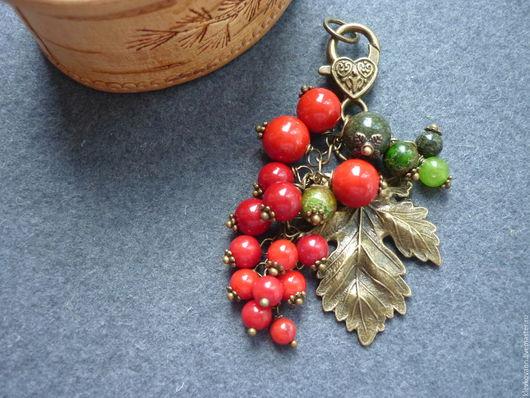 """Брелоки ручной работы. Ярмарка Мастеров - ручная работа. Купить Брелок для ключей, украшение на сумку Красная смородинка"""". Handmade."""