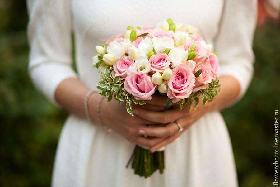 Бело розовый свадебный букет