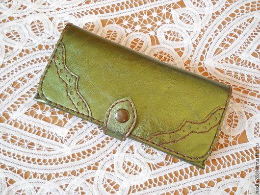 Кошельки и визитницы ручной работы. Ярмарка Мастеров - ручная работа. Купить Бумажник кошелек женский Зеленый перламутровый натуральная кожа. Handmade.