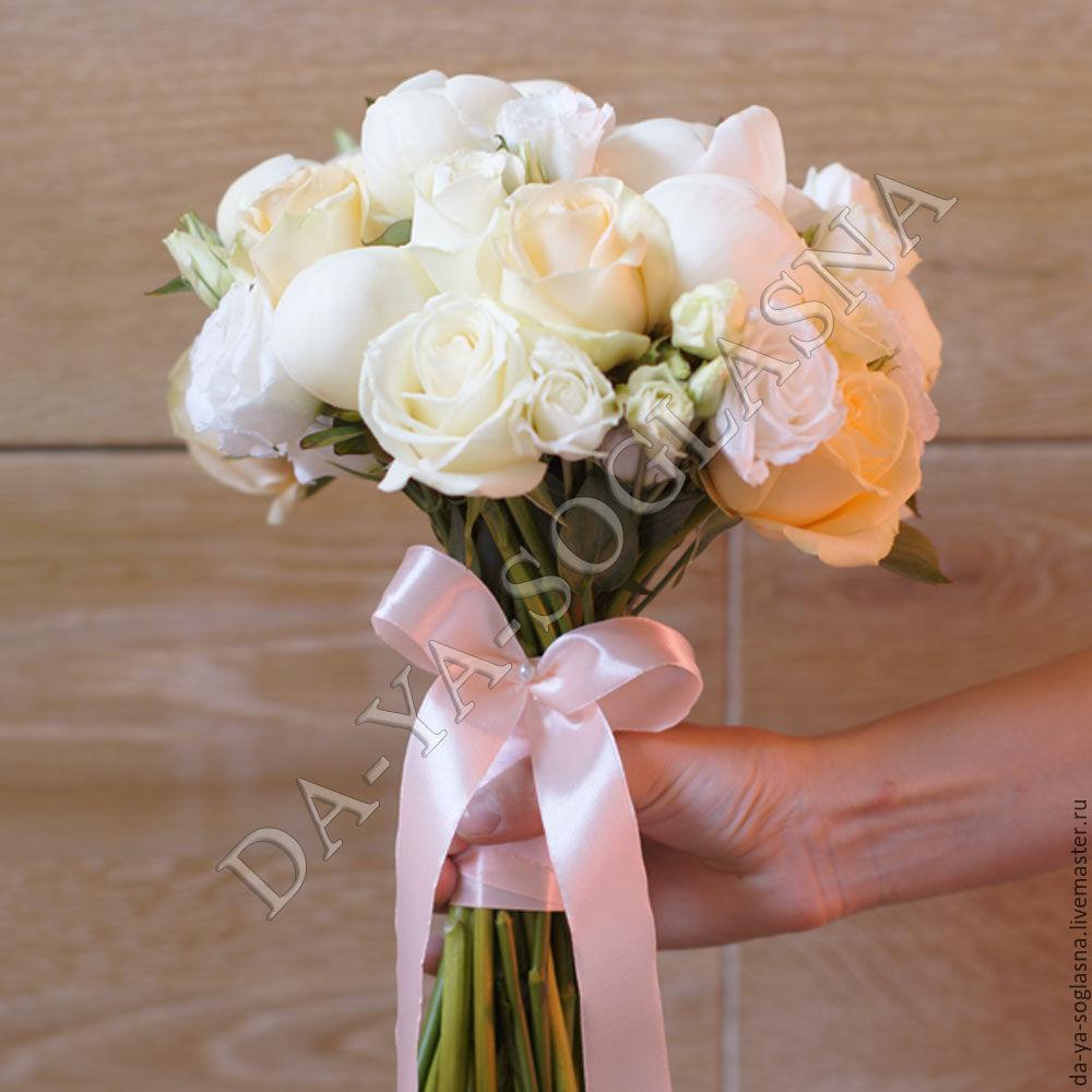 Букет невесты розы и пионы