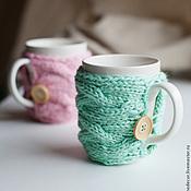 Посуда ручной работы. Ярмарка Мастеров - ручная работа Кружка с вязаным чехлом (мятная, розовая). Handmade.