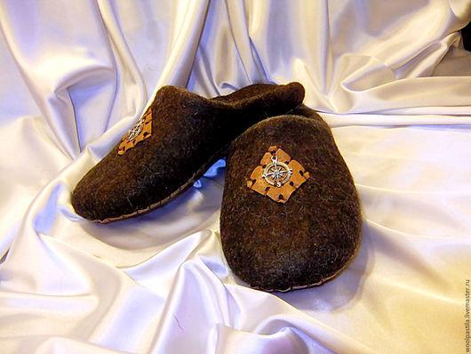 Обувь ручной работы. Ярмарка Мастеров - ручная работа. Купить Валяные мужские тапочки Путешественник. Handmade. Коричневый, Валяние, кроссбред