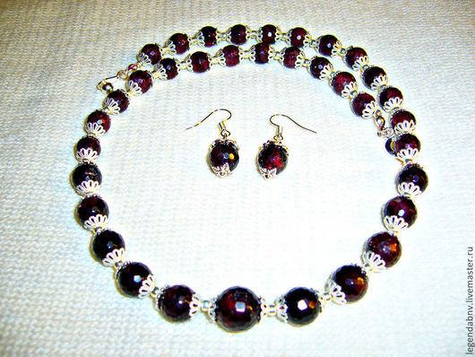 Гранатовый комплект. Ожерелье и серьги из натурального граната, качественной чешской фурнитуры и японского бисера TOHO.  Наталия.   Ярмарка Мастеров
