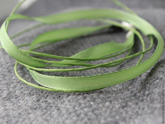 Лента атласная с вощеными шнурами светло зеленая Лента используется как основа для кулонов, подвесок. Цвет у ленты приятный, светло-зеленый, очень подходит под цветочные подвески.