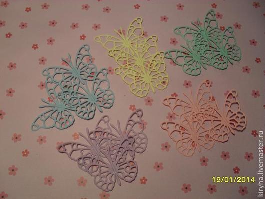 """На фото вырубка """"Бабочки"""" пастельные цвета. Бумага 200гр/м. Односторонняя."""