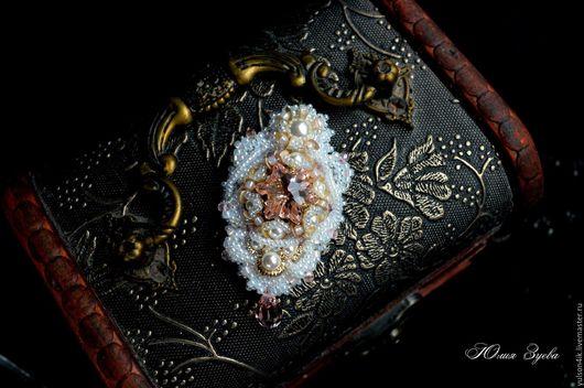 Свадебная брошь `Эдельвейс` для букета невесты с кристаллами Swarovski. Брошь из бисера, брошь ручной работы, украшения ручной работы, украшения Сваровски, Юлия Зуева.