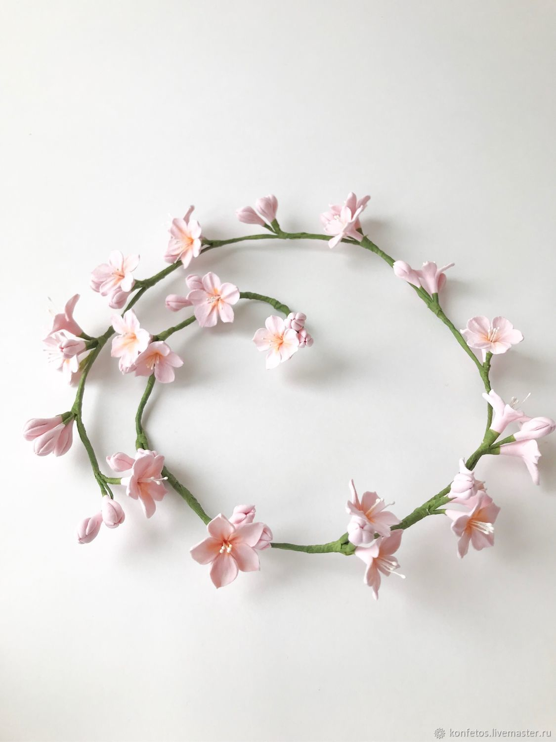 Flexible twig in her hair with pink flowers of almonds, Hair Decoration, Voskresensk,  Фото №1