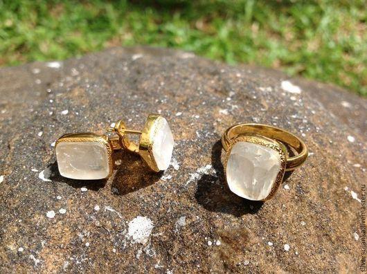 Комплекты украшений ручной работы. Ярмарка Мастеров - ручная работа. Купить Комплект с позолотой с лунным камнем необработанным - кольцо, серьги. Handmade.