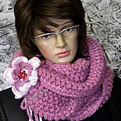 Аксессуары ручной работы. Ярмарка Мастеров - ручная работа Вязаный шарф снуд с декоративной брошью, объёмный шарф-снуд крючком. Handmade.