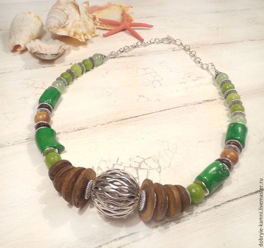 Колье, бусы ручной работы. Ярмарка Мастеров - ручная работа. Купить Колье на цепочке Киви (агат, коралл, кокос, можжевельник). Handmade.