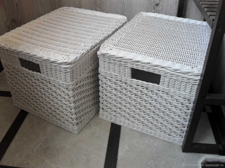 Плетеные интерьерные короба молочно-белого цвета с ручками прорезями