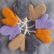 Подарки к праздникам ручной работы. Ярмарка Мастеров - ручная работа Сувенирные мини-варежки из шерсти. Handmade.