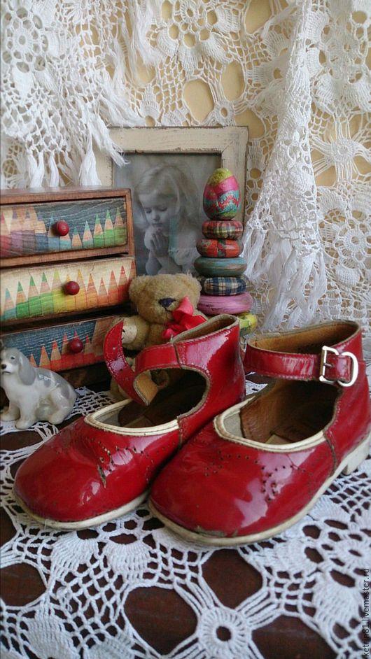 Винтажная обувь. Ярмарка Мастеров - ручная работа. Купить Старые Детские туфельки (красный лак). Handmade. Ярко-красный