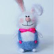 Мягкие игрушки ручной работы. Ярмарка Мастеров - ручная работа Вязаный заяц игрушка ручной работы подарок пасхальный кролик. Handmade.