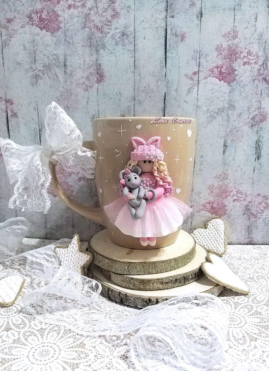 Подарок для девочки Кружка с куколкой и мышкой из полимерной глин, Кружки и чашки, Рыбинск,  Фото №1