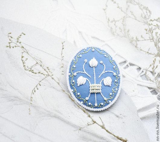 Броши ручной работы. Ярмарка Мастеров - ручная работа. Купить Брошь с вышивкой Орнамент / брошь вышитая белая голубая. Handmade.