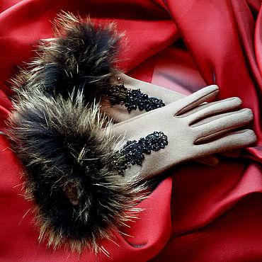 Аксессуары ручной работы. Ярмарка Мастеров - ручная работа Бежевые перчатки с натуральным мехом. Handmade.