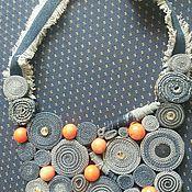 Колье ручной работы. Ярмарка Мастеров - ручная работа Колье из джинсы с камнями сваровски и кораллом. Handmade.