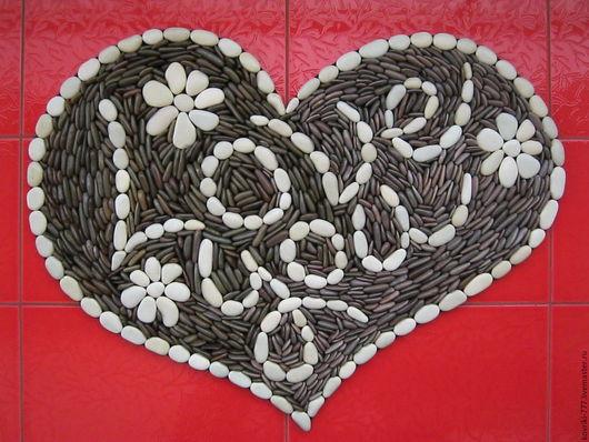 Массажный каменный коврик `Сердце` с надписью. Размер 85х64 см. Цена 20000 руб.