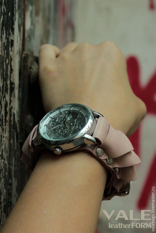 Часы наручные женские Petals. Часы на браслете из натуральной кожи бледно-розовый цвет.