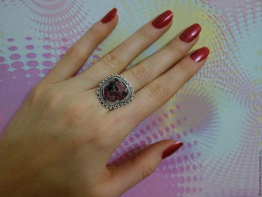 """Кольца ручной работы. Ярмарка Мастеров - ручная работа. Купить """"Эмилио""""-серебряное кольцо с редким эвдиалитом. Handmade. Розовый"""