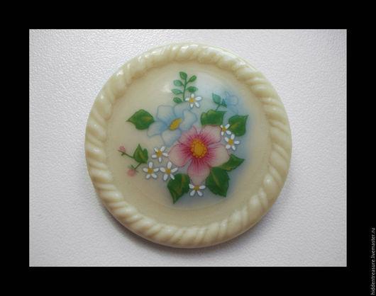 Винтажные украшения. Ярмарка Мастеров - ручная работа. Купить Винтажная керамическая брошь от AVON. Handmade. Avon винтаж, брошь avon