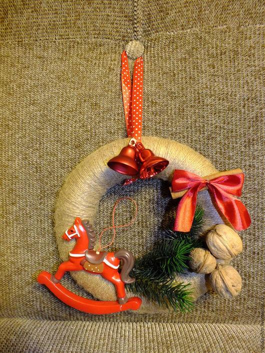 Подвески ручной работы. Ярмарка Мастеров - ручная работа. Купить Новогодний венок. Handmade. Новогодний венок на дверь, рождественский декор