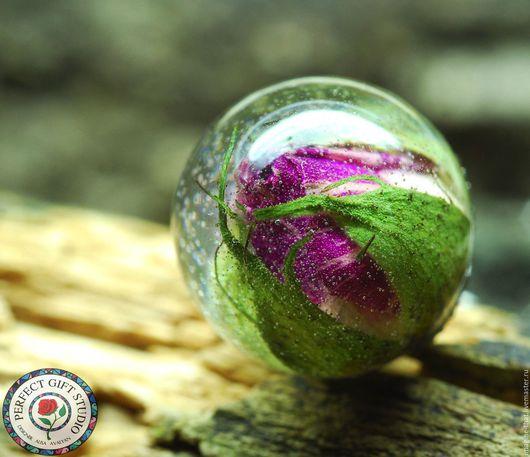 Кулоны, подвески ручной работы. Ярмарка Мастеров - ручная работа. Купить Маленький кулон-шар/брелок с бутоном настоящей розы. Handmade.