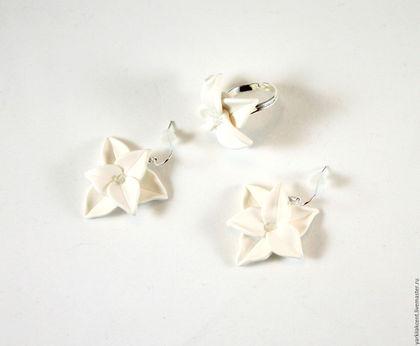 """Комплекты украшений ручной работы. Ярмарка Мастеров - ручная работа. Купить Комплект """"Белые цветы"""". Handmade. Белый"""