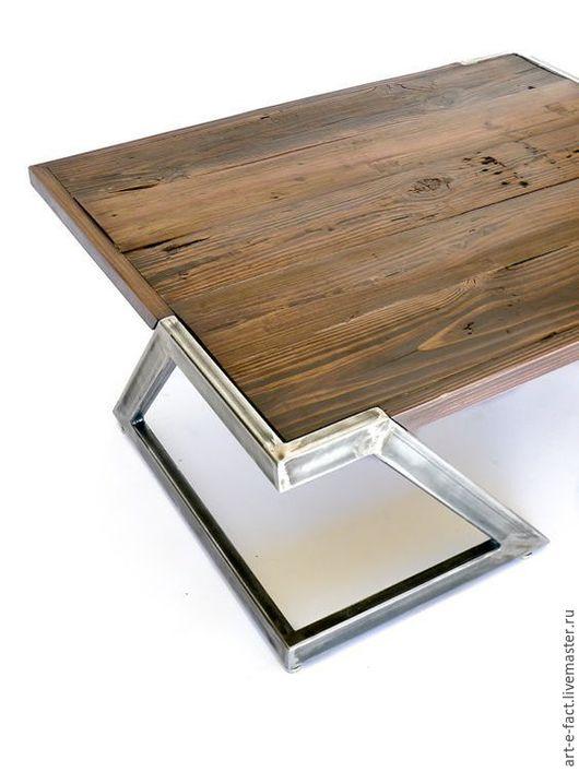 Стильный журнальный столик в loft стиле.