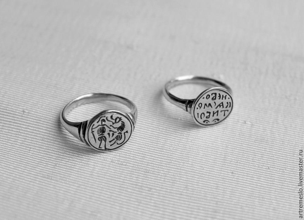 Серебряные кольца печатки женские