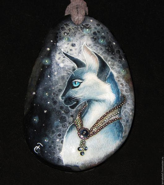 лаковая миниатюра, кулон с росписью, сиамская кошка, сиамский кот, купить украшение с кошкой в Москве, роспись по камню, живопись. фэнтези, котэ, кошечка, подвеска с кошкой, миниатюра
