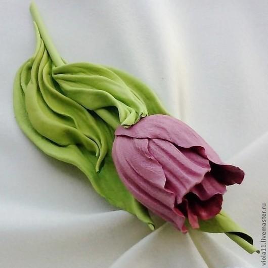 """Броши ручной работы. Ярмарка Мастеров - ручная работа. Купить """"Весенний тюльпан"""" Брошь цветок натуральная кожа зеленый. Handmade."""