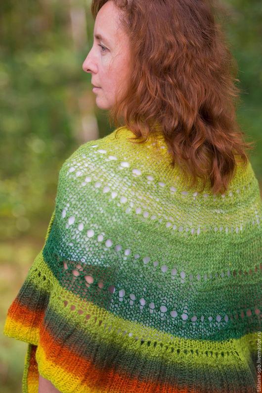 шаль зеленая, шаль теплая, шаль купить, шаль спицами, теплый платок, вязаная шаль, яркая шаль, ажурная накидка, ажурная шаль, лес, зеленый цвет, красивая шаль, шерстяная шаль, подарок женщине, шаль,