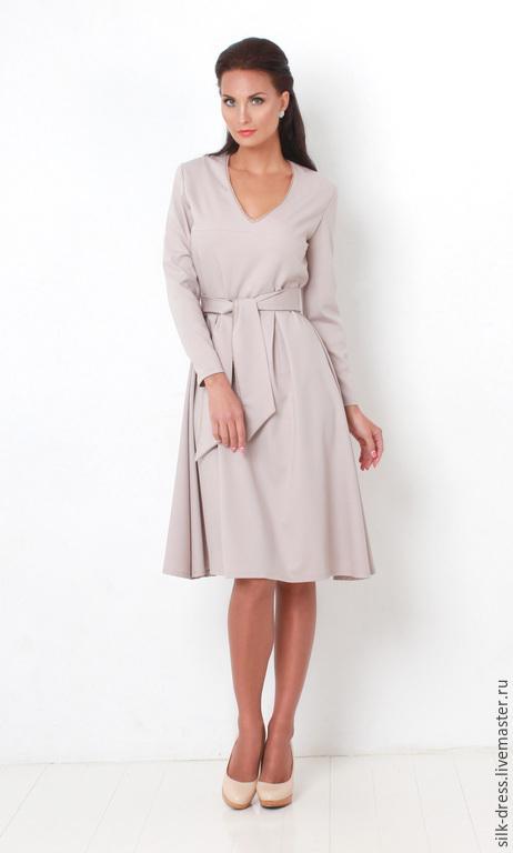 Платье с отделкой кружевной тесьмой
