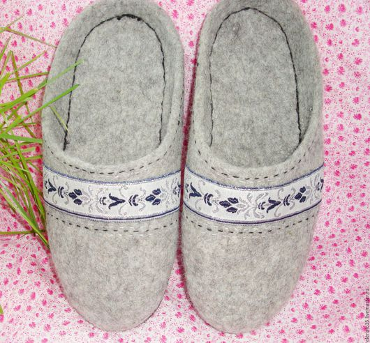 Обувь ручной работы. Ярмарка Мастеров - ручная работа. Купить Тапочки валяные мужские светло-серые. Handmade. Серый, тапки