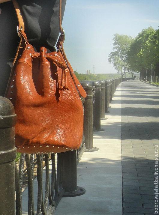 Женские сумки ручной работы. Ярмарка Мастеров - ручная работа. Купить Кожаная женская сумка мешок кожа Заклепками коричневая Подарок женщине. Handmade.