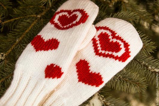 """Варежки, митенки, перчатки ручной работы. Ярмарка Мастеров - ручная работа. Купить Вязаные варежки с сердцем """"Светлое чувство - любовь"""". Handmade."""